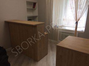 Ресепшен и упаковочный столик для магазина одежды