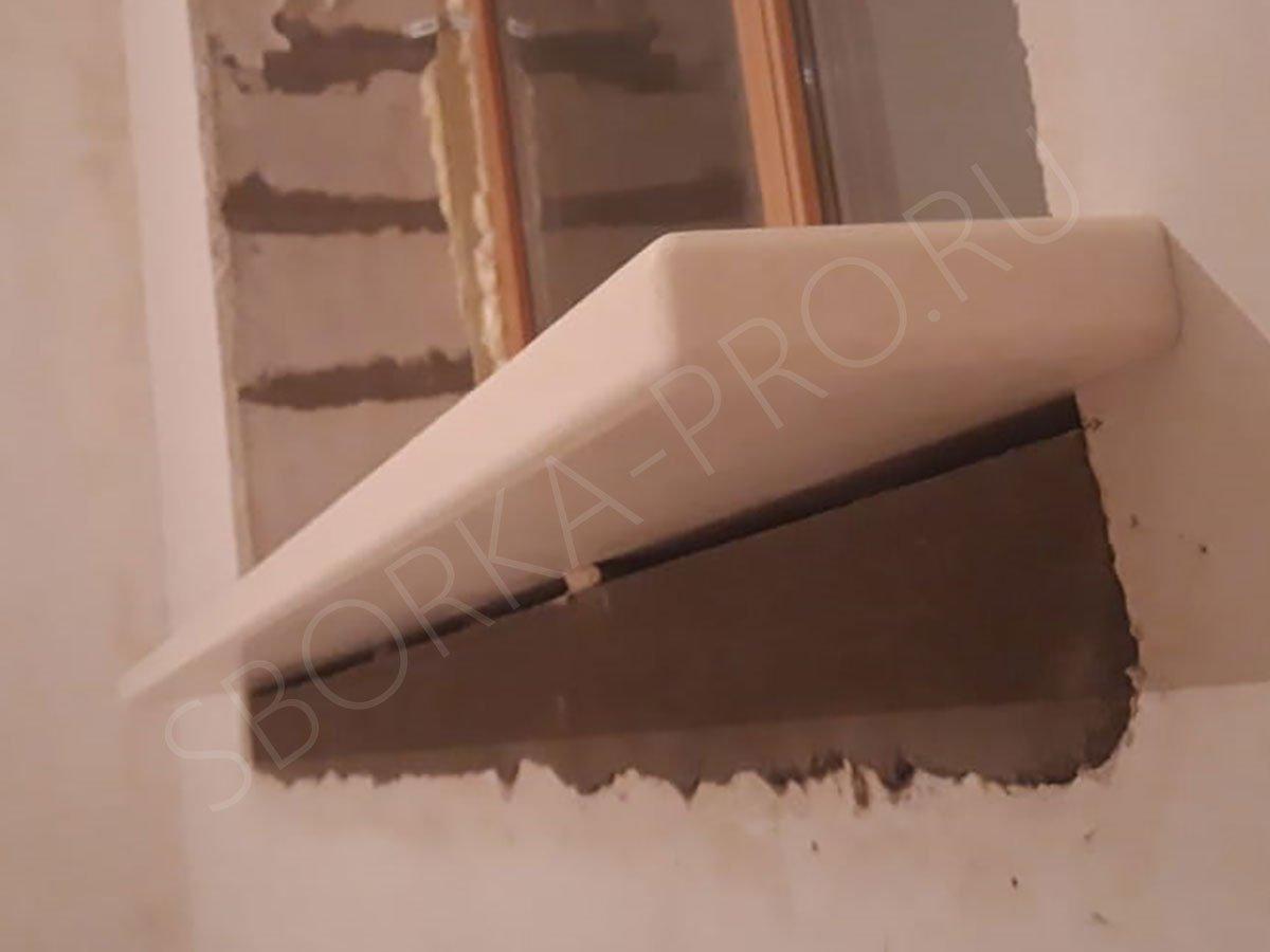 Подоконник - обратная сторона сделана тоже из искусственного камня