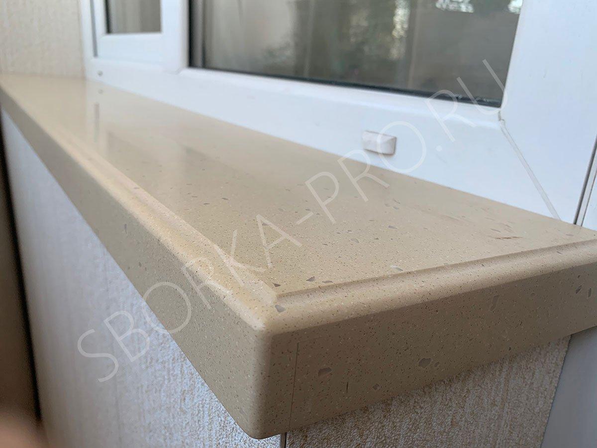 Подоконник из камня на балконе