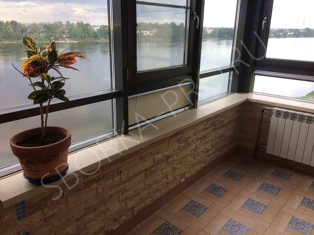 Угловой подоконник на балконе