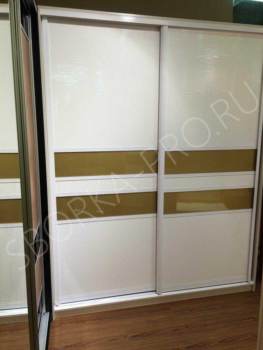 Шкаф купе с комбинированными дверями - ЛДСП и стекло ORACAL
