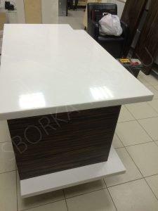 рабочий стол из искусственного камня
