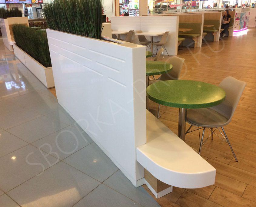 столы и перегородка из искусственного камня
