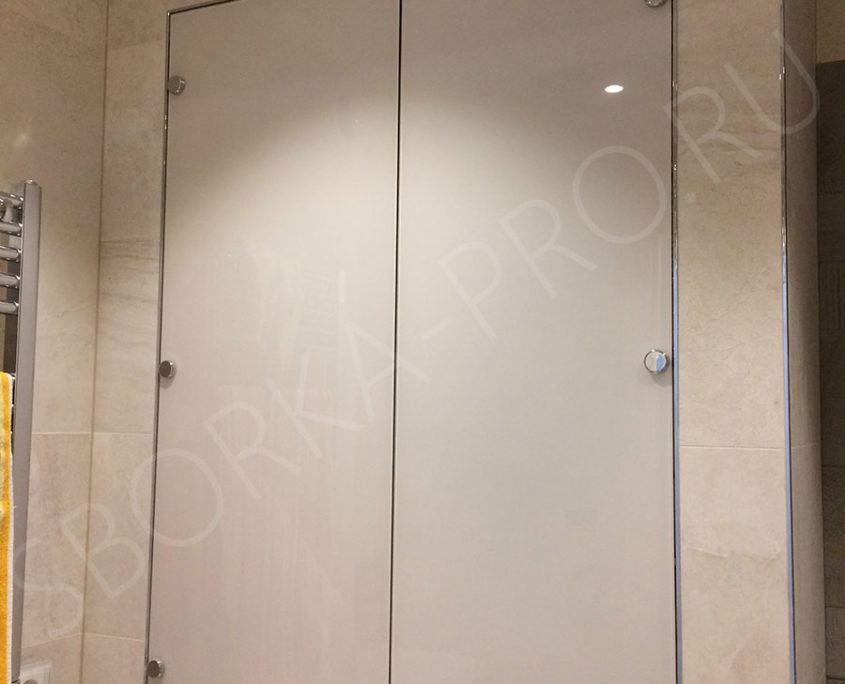 как спрятать бойлер в ванной