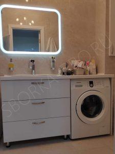 белая мебель в ванну со столешницей из камня