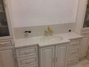 столешница в ванну со стеновой панелью