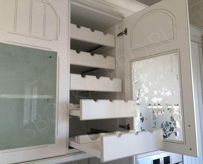 встроенная бутылочница для классической кухни