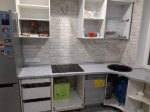 радиусная столешница на кухне