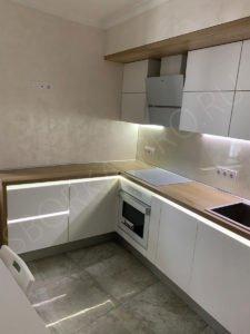 Кухня без ручек с профилем с диодной подсветкой