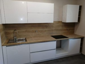белая кухня столешница дерево