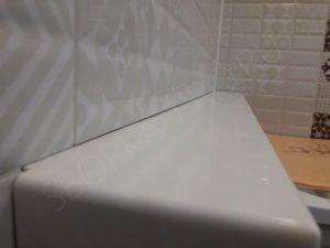 полка в ванну из искусственного камня