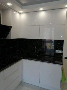 Кухня без ручек белый глянец