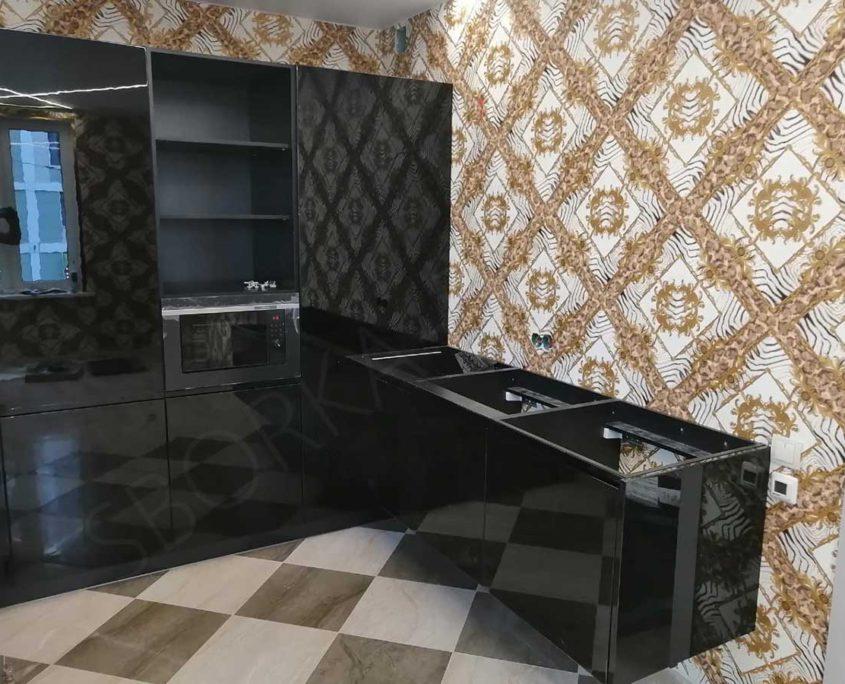 кухня черная глянцевая угловая