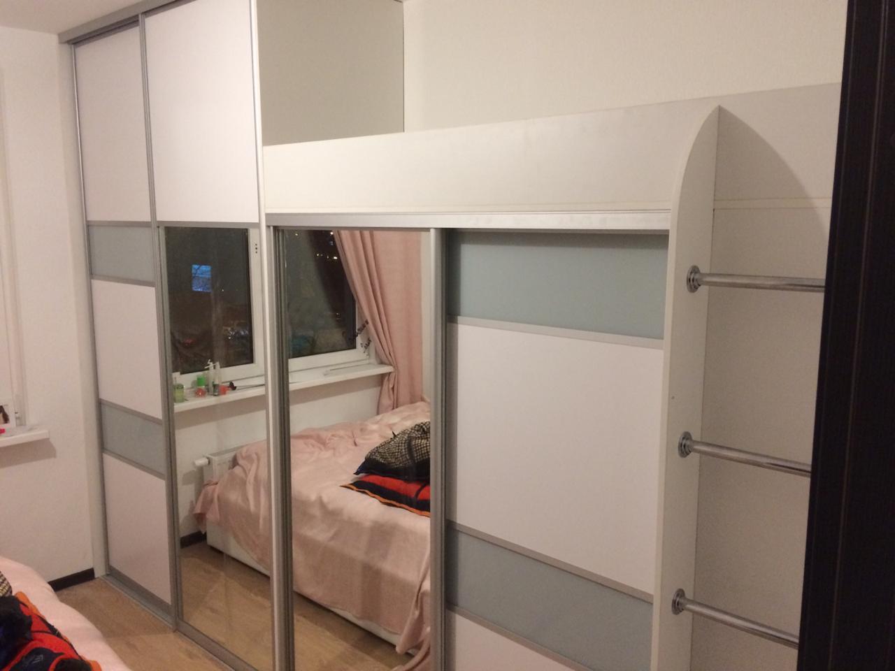 Шкаф купе совмещенный с детской кроватью