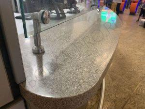 информационная стойка из искусственного камня