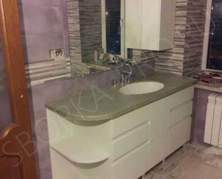 белая глянцевая тумба в ванну