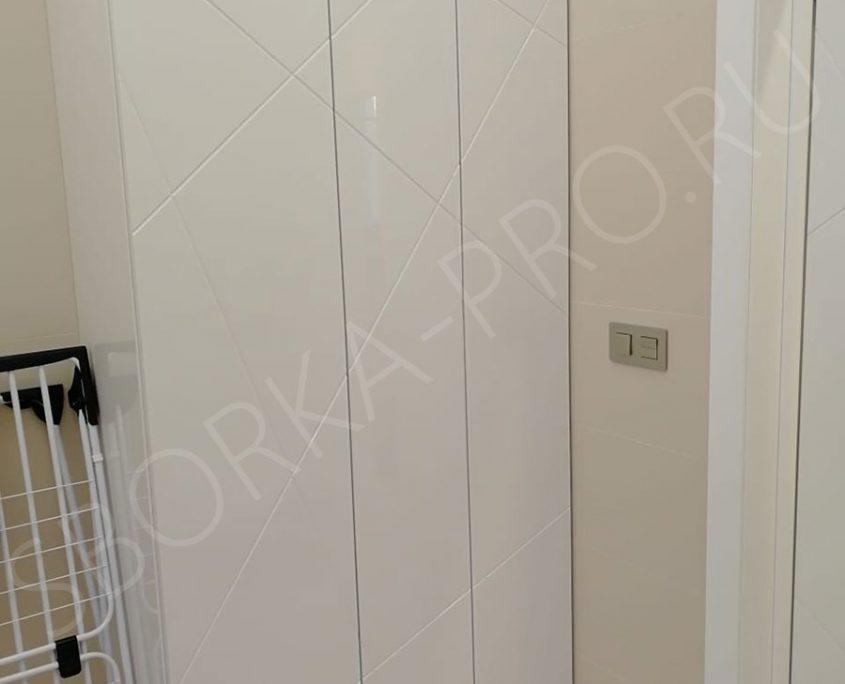Белый шкаф в ванну