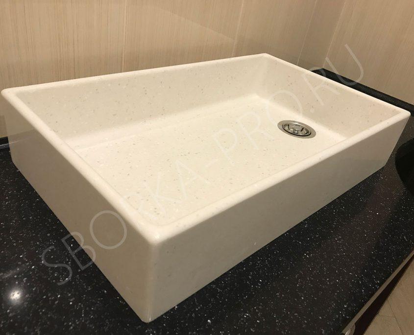 настольная белая раковина в ванну