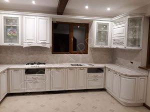 Кухня со столешницей из камня