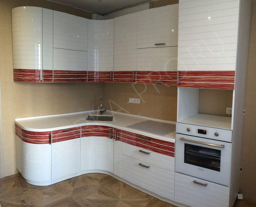 кухня белая эмаль с вставками из шпона