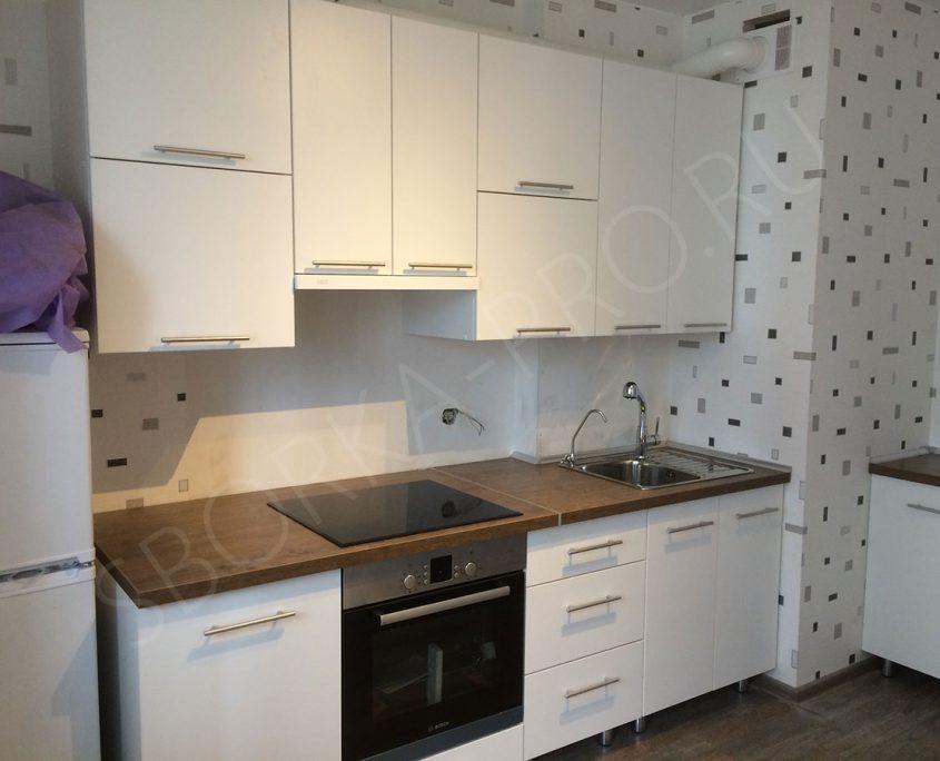 белая матовая кухня из пластика