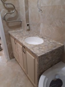 столешница в ванну из камня neomarm с белым умывальником