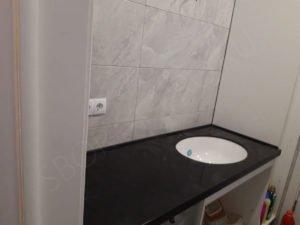 черная столешница в ванну из искусственного камня