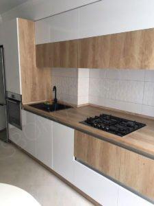 кухня с антресолями до потолка