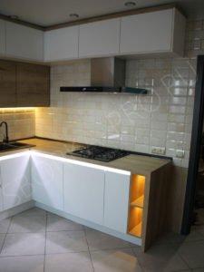 Белая матовая кухня с провилем GOLA LED